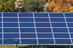 Photovoltaic elektrische centrale stock afbeelding