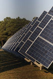 Photovoltaic elektrische centrale in landbouwbedrijf Stock Foto