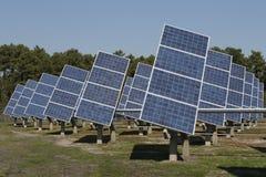 Photovoltaic elektrische centrale in landbouwbedrijf Stock Afbeeldingen