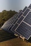 Photovoltaic kraftverk i lantgård arkivfoto