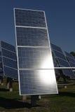 Photovoltaic kraftverk i lantgård arkivbilder
