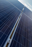 Photovoltaic solpaneldiagonalperspektiv Arkivfoto