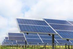 Photovoltaics dos painéis solares na central elétrica de energias solares Imagem de Stock Royalty Free
