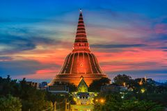 Phra在日落的Pathom Chedi,泰国 免版税库存照片