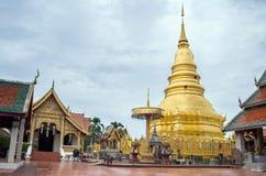 Phra的金黄塔骇黎朋猜寺庙 库存照片