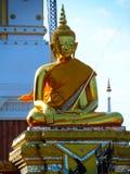 Phra金黄菩萨雕象Phanom寺庙 库存照片