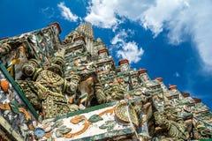 Phra bombarda Wat Arun (tempio dell'alba), Bangkok, Tailandia fotografia stock