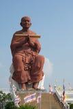 Estátua grande das monges budistas as mais famosas Phra Buddhacharn Toh Phomarangsi Imagens de Stock Royalty Free