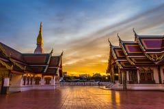 Phra budista do wat da igreja do por do sol esse amigo do choeng imagens de stock
