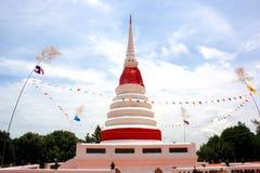 Phra Chedi Klang Nam Pagoda dans Rayong Photographie stock