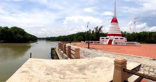 Phra Chedi Klang Nam Pagoda dans Rayong Photographie stock libre de droits