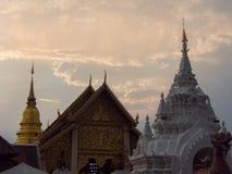 Phra de Wat que hariphunchai fotos de archivo