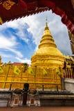 Phra de Wat qui hariphunchai Photos stock