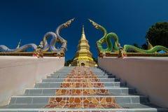 Phra dieses Sompoi in Puadoi-Tempel an Phayao-Provinz lizenzfreies stockbild