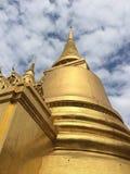 Phra kaewtempel och blå himmel Arkivbild