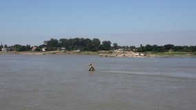 Phra Który Klang Nam stupa łamająca relikwia po środku Mekong rzeki w Nong Khai, Tajlandia zbiory