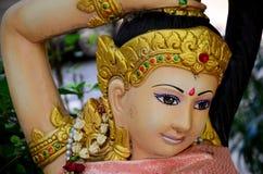 Phra Mae Thorani oder Thokkathan-Mutter Erde, die ihr Haar zusammendrückt Lizenzfreies Stockbild