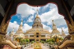 Phra Maha Chedi Chai Mongkol stockfotos