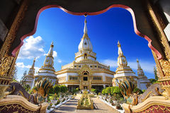 Phra Maha Chedi Chai Mongkol em Roi Et Province, Tailândia Foto de Stock Royalty Free