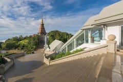 Phra Mahathat Napha Methanidon i Phra Mahathat Naphaphon Bhumisiri, bliźniacze pagody w Tajlandia Zdjęcia Royalty Free
