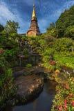 Phra Mahathat Napha Methanidon i Phra Mahathat Naphaphon Bhumisiri, bliźniacze pagody w Tajlandia Fotografia Stock