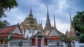 Phra Mondob på Wat Pho i Phra Nakhon blått mulet Arkivfoton