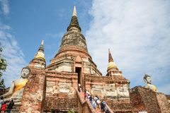 Phra Nakhon Si Ayutthaya, Tailandia - 8 de abril de 2018: El mausoleo histórico permanece en Phra Nakhon Si Ayutthaya, en el chai Fotografía de archivo