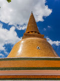 Phra Pathom Chedi на день голубого неба Стоковое Фото