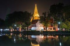 Phra Pathom Chedi festiwal, Amphoe Mueang, Nakhon Pathom, Tajlandia na November20,2018: Zaświeca w górę Phra Pathom Chedi Piękny  zdjęcie stock
