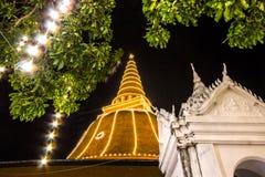 Phra Pathom Chedi festiwal, Amphoe Mueang, Nakhon Pathom, Tajlandia na November20,2018: Zaświeca w górę Phra Pathom Chedi Piękny  fotografia royalty free