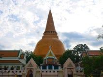 Phra Pathommachedi en stupa i Thailand Royaltyfria Bilder