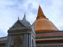 Phra Pathommachedi en stupa i Thailand Royaltyfri Foto