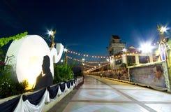 Phra Pradaeng spaceru rzeczny światło przy nocą z królewiątkiem Bhumibol A Zdjęcie Royalty Free