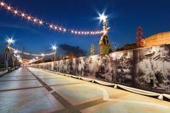 Phra Pradaeng spaceru rzeczny światło przy nocą z królewiątkiem Bhumibol A Zdjęcia Royalty Free