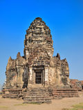Phra Prang Sam Yot med blåttskyen Royaltyfria Bilder