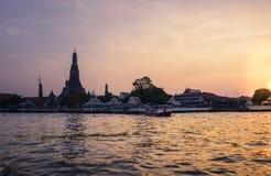 Phra Prang Wat Arun, ο όμορφος ναός κατά μήκος του ποταμού Chao Phraya στο ηλιοβασίλεμα στη Μπανγκόκ, Ταϊλάνδη Στοκ Εικόνα