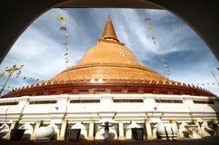 PHRA PRATHOM JEDI, den största pagoden av Thailand. royaltyfri bild