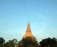 PHRA PRATHOM JEDI, den största pagoden i Thailand, royaltyfri fotografi