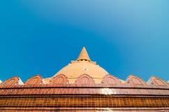 Phra Prathom Jedi tempel i thailand Royaltyfri Bild