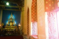 Phra Puttha Jinnarat, altare principale con Buddha messo, di Wat Benchamabophit Immagini Stock