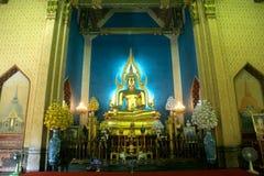 Phra Puttha Jinnarat, altare principale con Buddha messo, di Wat Benchamabophit Fotografia Stock Libera da Diritti