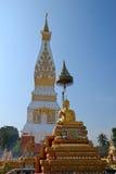 Phra qui Phanom Chedi et or Bouddha Image stock