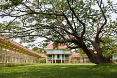 Phra Ratchaniwet Maruekhathaiyawan gloden el palacio de la teca Fotos de archivo