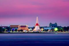 Phra Samut Chedi bij Zonsondergang Stock Foto