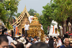 Phra Singh staty av den Phra Singh templet. Royaltyfri Foto