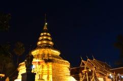 Phra som Sri Jom läderrem för soluppgång, serie 1_2, guld- pagod Arkivbild
