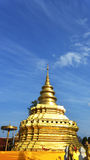 Phra som Sri Jom läderrem, serie 1_1, guld- pagod med Clond Royaltyfri Bild