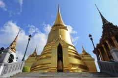 Phra Sri Ratana Chedi coverd mit Foliengold Stockbild