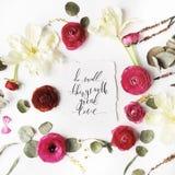 Phrase tun kleine Sachen mit der großen Liebe, die in Kalligraphieart geschrieben wird Stockbild