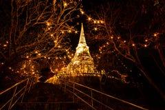 Phrathat Chom Phet på natten. Royaltyfria Bilder